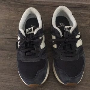 Navy Nee Balance Sneakers - size 5.5